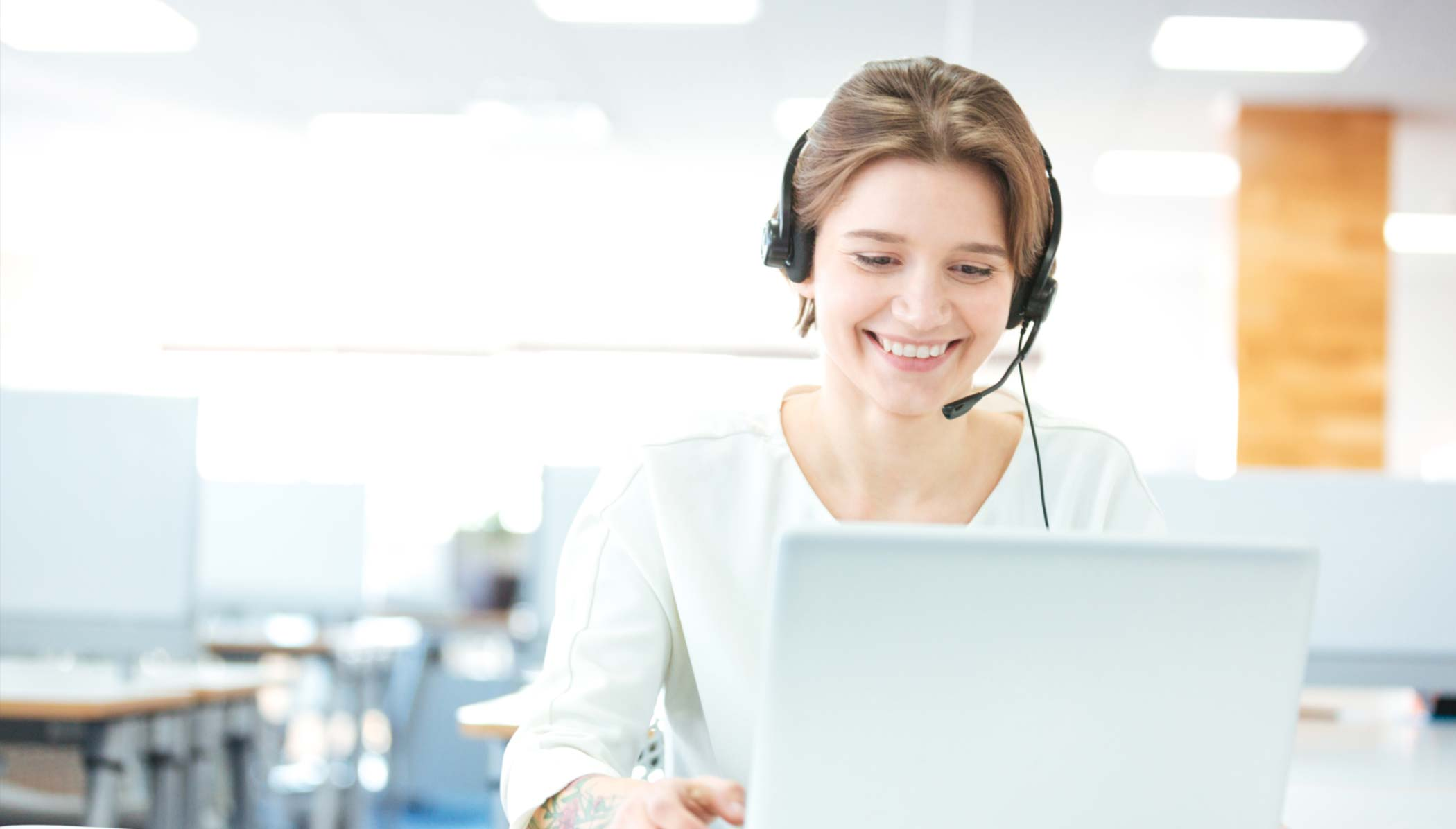 Customer Service Agent Using ServiceNow CSM on computer.
